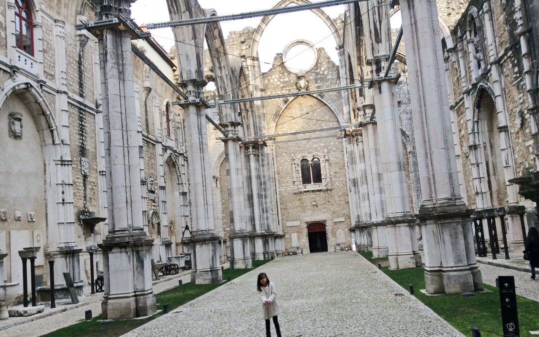 The nave of Carmo Convent